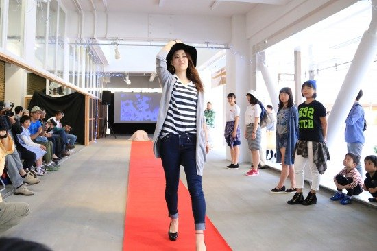 地元女性が主催したファッションショー