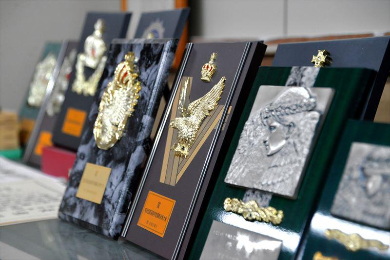 校歴室には、歴代の盾がきれいに飾られている